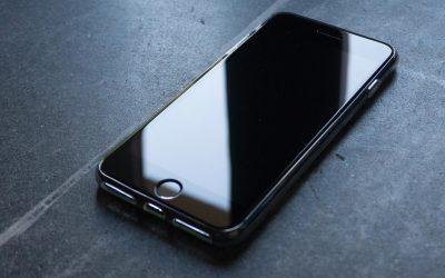 Laga iPhone själv eller låta butiken göra det?